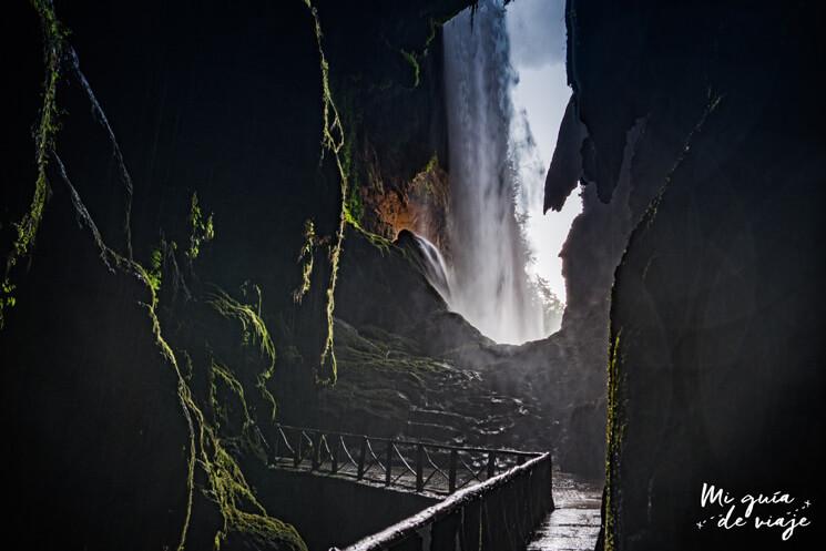 Gruta Iris en Monasterio de Piedra